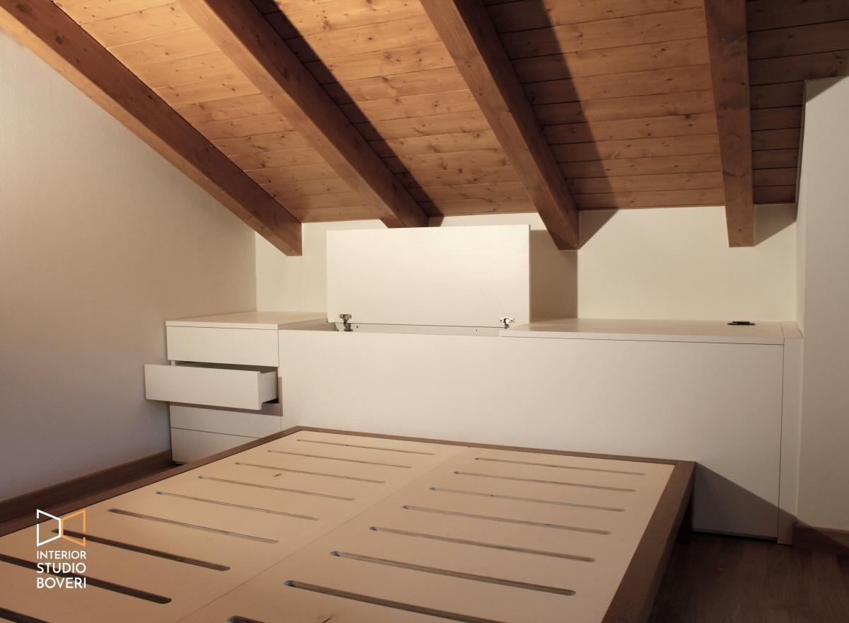 Arredamento camera da letto in mansarda stile rustico for Camera letto e studio