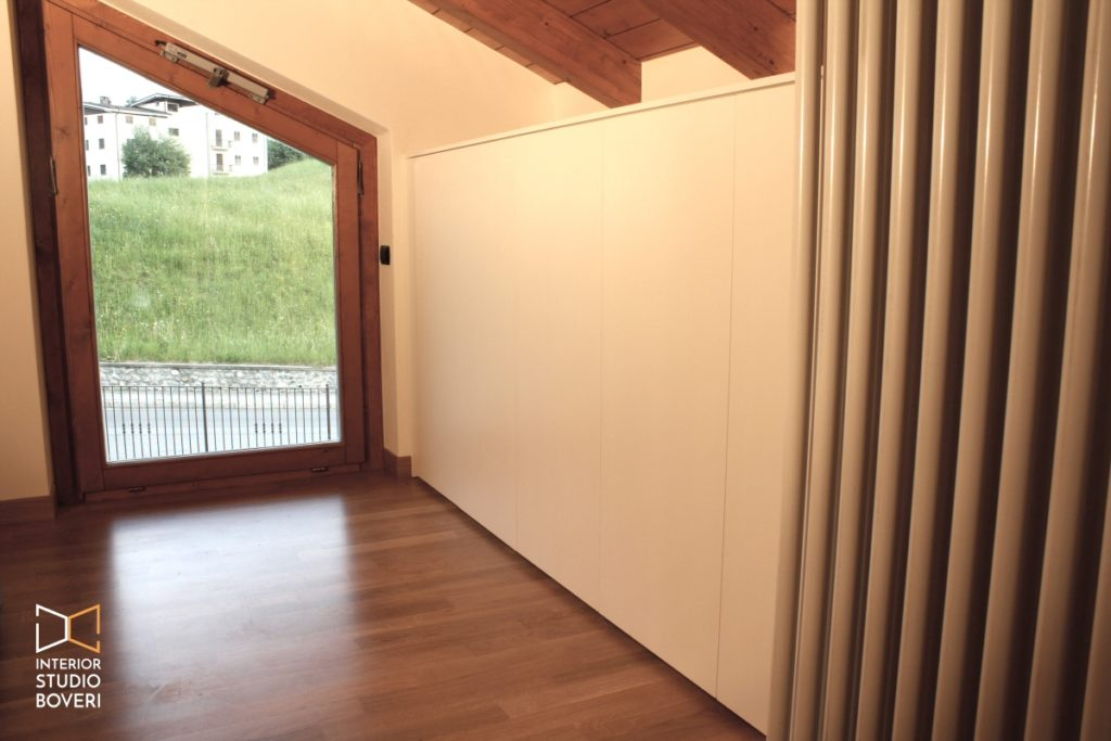 Camera letto mansarda 16 montaggio parete armadio - Interior studio Boveri