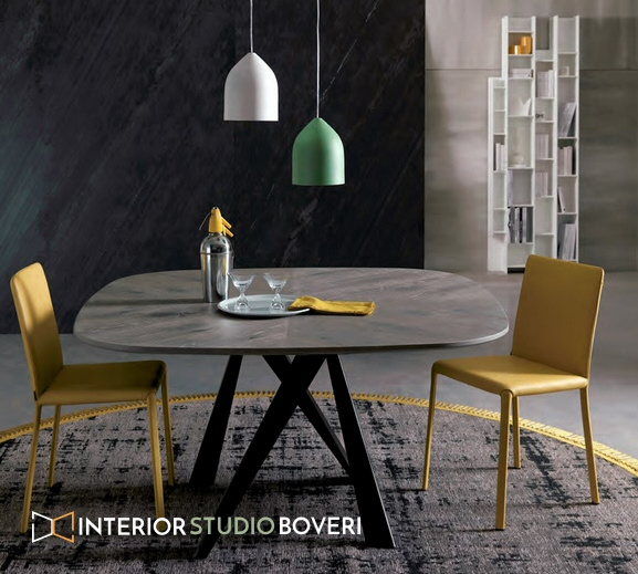 Urban-Chic con sedie di colore giallo