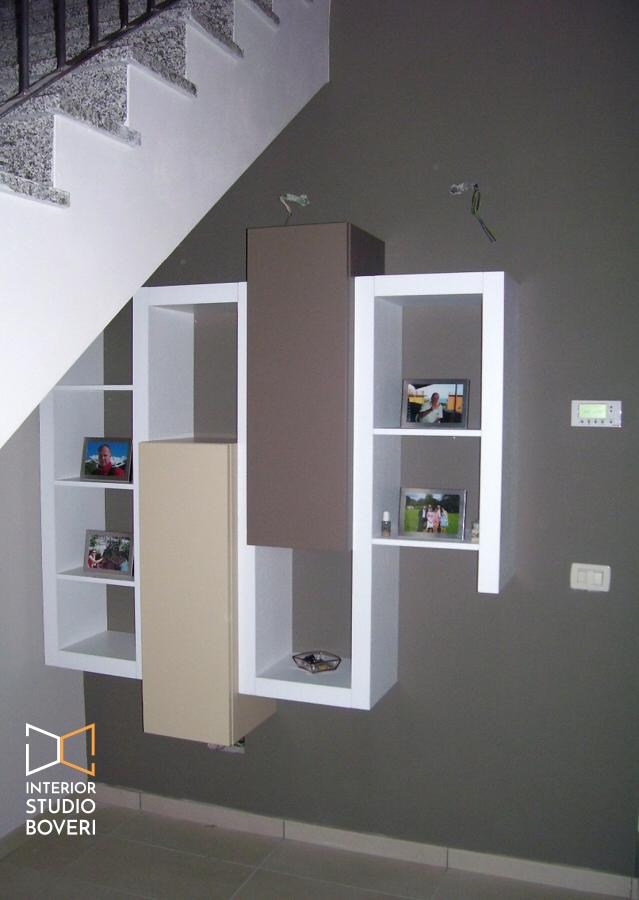 Arredamento sottoscala in appartamento moderno a Monza