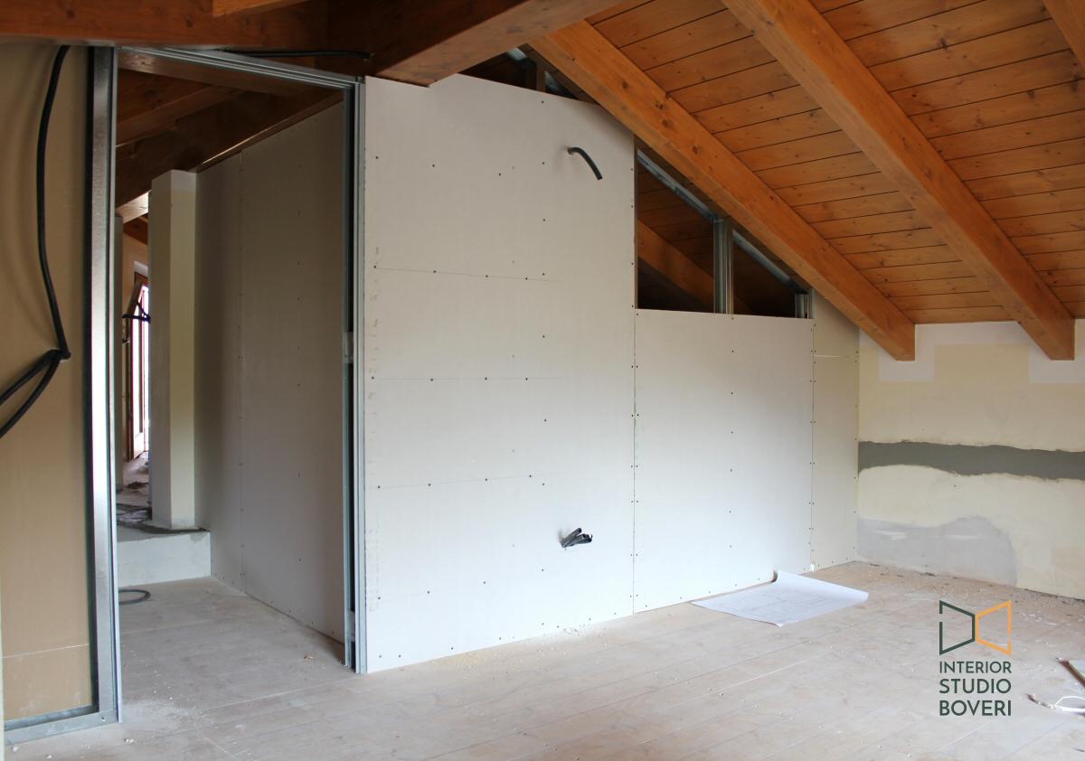 Arredamento camera da letto in mansarda stile rustico - Colori muro camera da letto ...