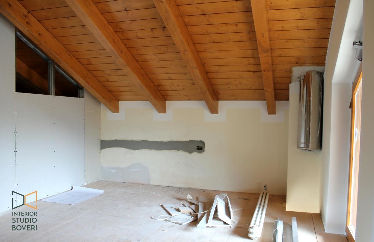 Arredamento camera da letto in mansarda stile rustico - Camera da letto con travi in legno ...