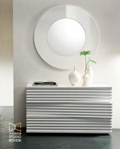arredamento-ingresso-03-moon-specchio-parete-con-struttura-laccata-interior-studio-boveri