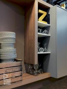 arredamento-soggiorno-08-side-3d-olmo-natur-laccato-inverno-laccato-argilla-cemento-ardesia-interior-studio-boveri