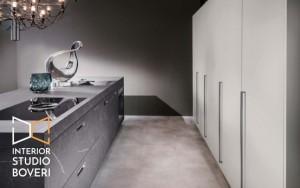 arredamento-cucina-02-isola-grafite-brown-fronte-interior-studio-boveri