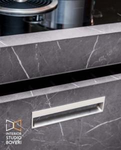 arredamento-cucina-04-isola-grafite-brown-particolare-maniglia-interior-studio-boveri